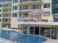 Sea view apartment near golfing area